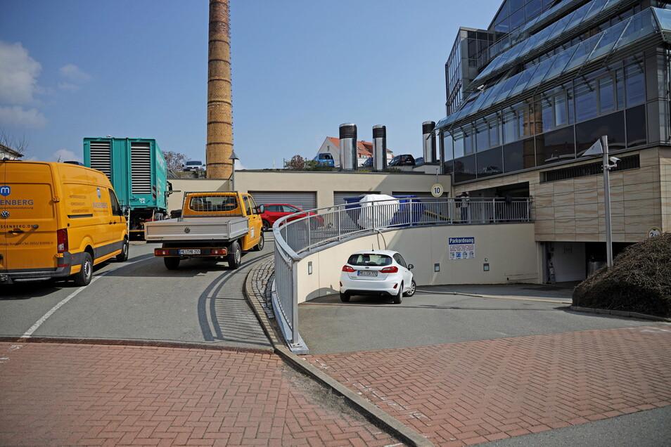 Auf zwei Ebenen bietet die Riesaer Sparkassen-Tiefgarage rund 130 Stellplätze, vorrangig für Mitarbeiter. Derzeit ist kein einziger nutzbar.