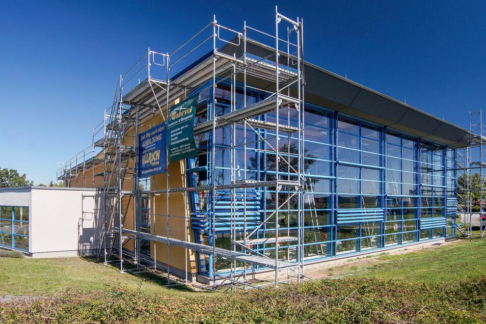 Das Röhrscheidtbad Gesundbrunnen in Bautzen soll ab Montag wieder Besucher empfangen. Derzeit erfolgen Arbeiten an der Dachabdichtung. Auf die Wiedereröffnung haben sie keinen Einfluss.