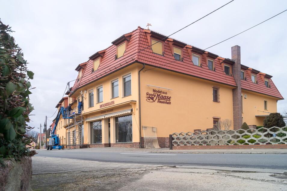 Das Modehaus Haase in Frauenhain bleibt erhalten. Hier war zuletzt mehrfach vorgerichtet worden - 2019 (Foto) und dann auch noch einmal 2020.