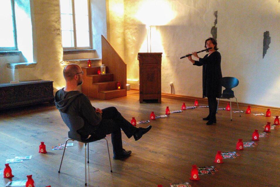 Bei diesem 1:1-Konzert spielte Katrin Paulitz für einen einzigen Zuhörer. Auch diesen Donnerstag finden die Konzerte im Biblischen Haus der Görlitzer Sammlungen statt.