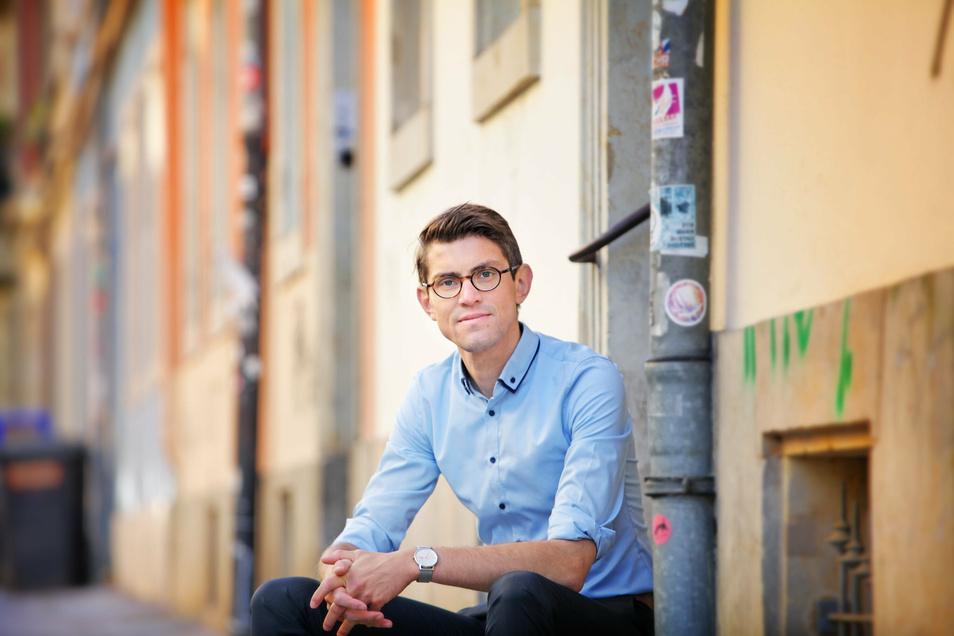 """Der gebürtige Zwickauer Thomas Arnold (32) ist seit 2016 Akademiedirektor ohne Angst vor """"heißen Eisen""""."""