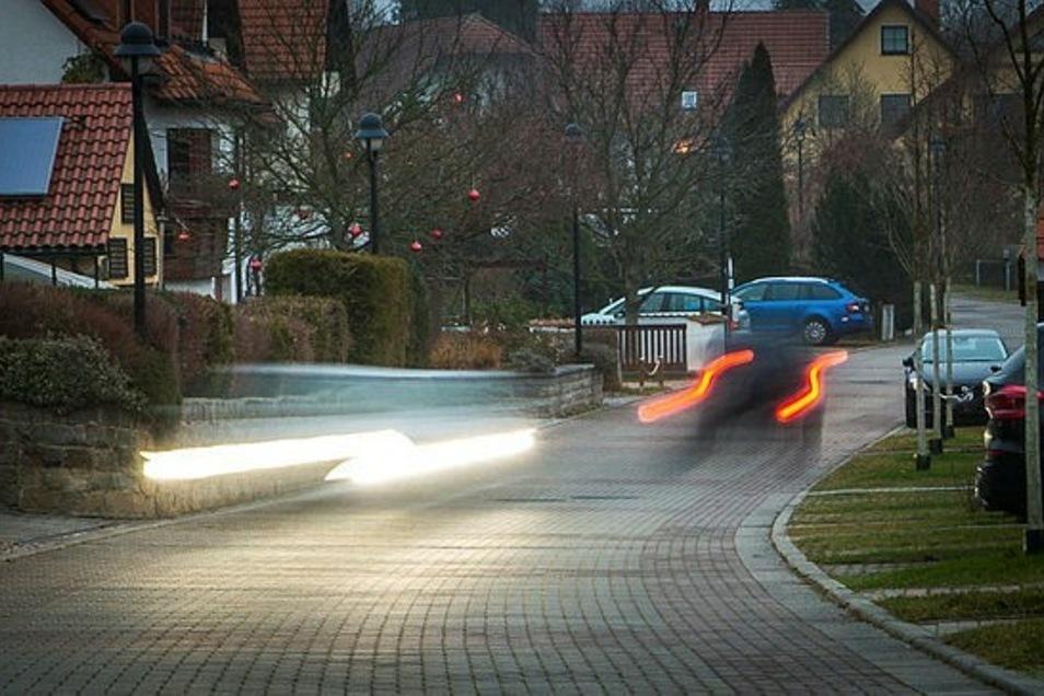 Auf der Straße Zur Sternwarte in Radeberg herrscht besonders morgens und am Nachmittag reger Autoverkehr. Fahrer nutzen sie als Schleichweg.