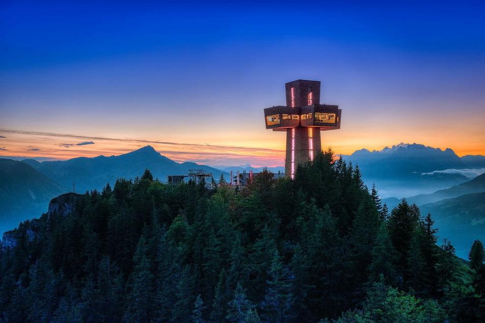 Das Jakobskreuz in St. Ulrich am Pillersee gilt als das größte begehbare Gipfelkreuz der Welt.