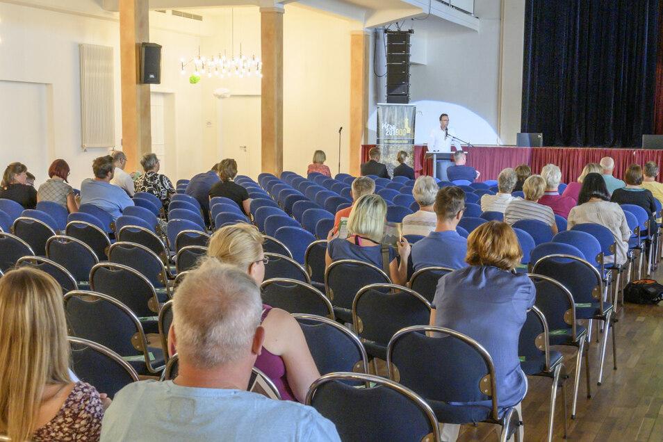 Bei der Bürgerversammlung am Dienstagabend interessierten sich die Gäste vor allem für die Regeln rund um den inneren und äußeren Sperrbereich.