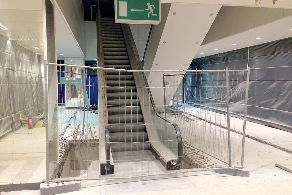 Die Rolltreppe im Mittelgeschoss ist noch vorhanden. Sie ließe sich wahrscheinlich reaktivieren – aber das müsste ins Konzept und das Budget des Nutzers passen.