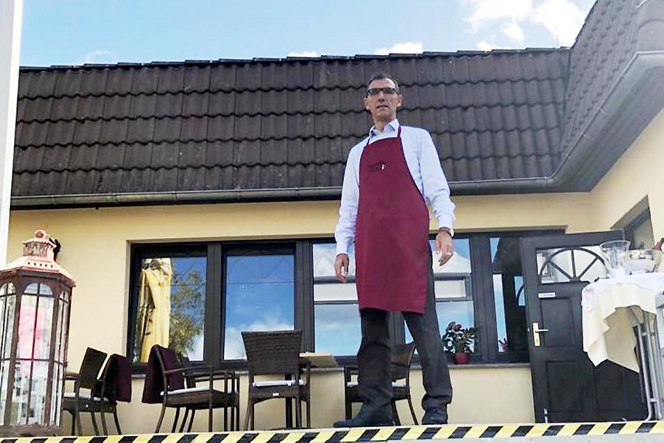 """""""Da Carmelo"""" (Bei Carmelo"""") in Straßgräbchen an der Weißiger Straße 1. Chef Carmelo Mamuti würde gerne wieder Tafeln für seine Gäste vorbereiten – mit Pizza, Pasta und erstklassigem Wein. Platz hätte er, um einen """"Sicherheitsabstand"""" zwischen den einzelne"""