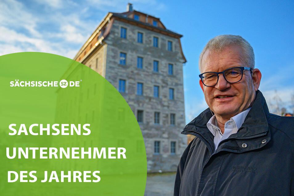 Jens Trepte vor dem Firmengebäude, einer ehemaligen Spinnmühle und späteren Möbelfabrik. Jetzt ist das Haus extrem gesichert.