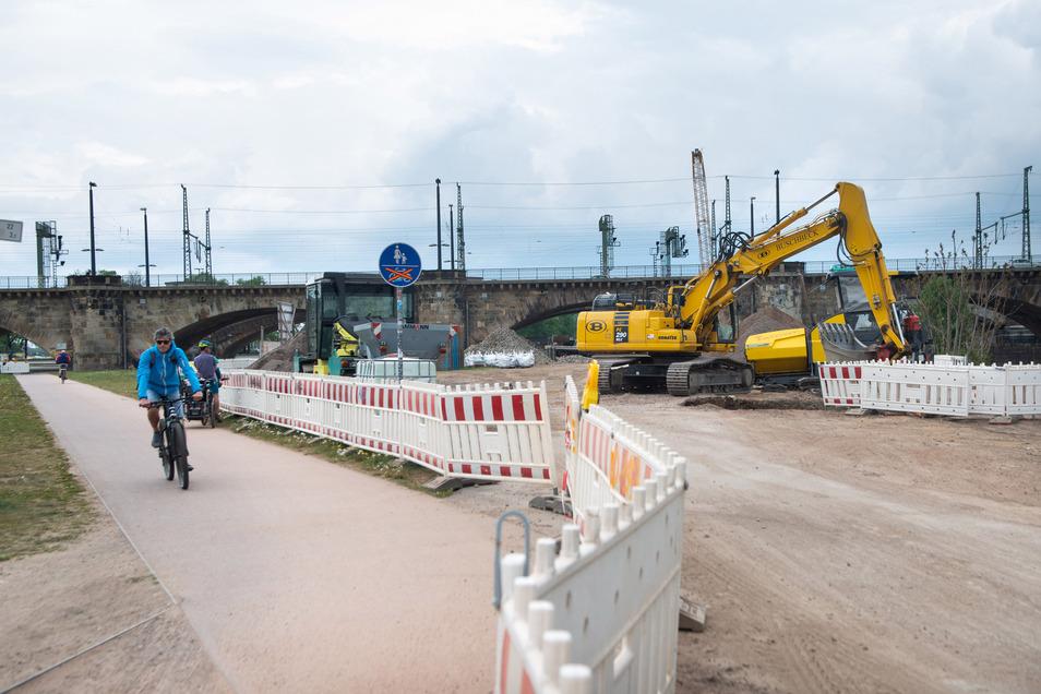Seit über einem Jahr ist der Elberadweg hinter der Marienbrücke bis zum Theaterkahn gesperrt. Der Leitungsbau ist jetzt so weit, dass er im Mai wieder freigegeben werden kann.