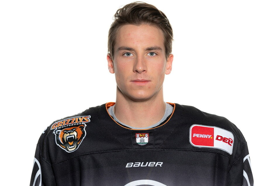 Maximilan Adam stammt aus Diehsa, hat als Kind seine ersten Schlittschuherfahrungen in Niesky gemacht und ist jetzt zweimaliger Deutscher Vizemeister im Eishockey.