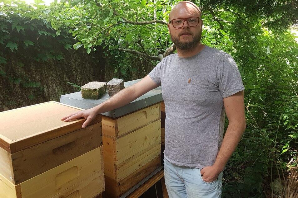 Imker-Profi Toni Kaden kennt zwar nicht jede seiner Biene beim Namen, weiß aber, wie sie ticken.
