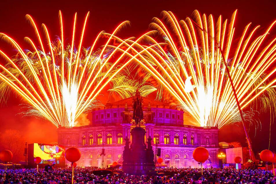 Mit diesem Feuerwerk wurde der 14. Semperopernball am 1. Februar 2019 auf dem Theaterplatz eröffnet. Dresden braucht wieder mehr davon, sagt Holger Zastrow.