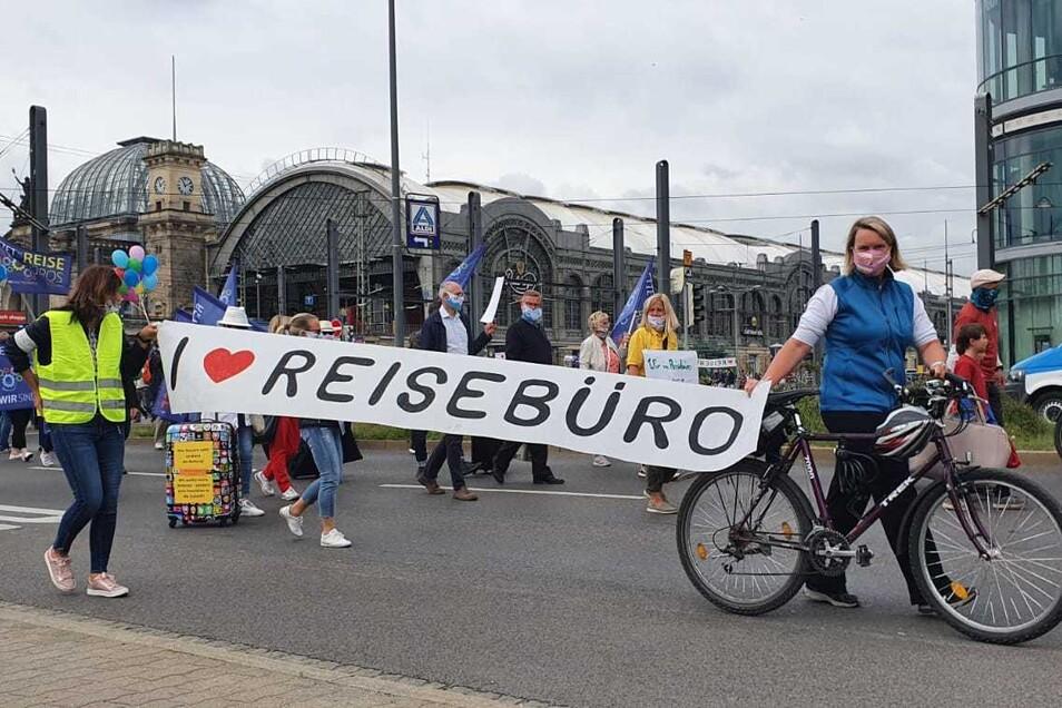 Am Hauptbahnhof begann die Demonstration der Touristiker.