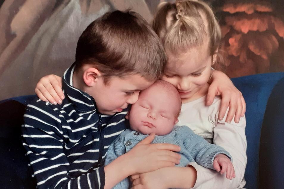 Kurt mit Karl und Linda, geboren am 1. Januar, Geburtsort: Kamenz, Gewicht: 4.280 Gramm, Größe: 56 Zentimeter, Eltern: Annekathrin und Ralf Siomon, Wohnort: Kamenz