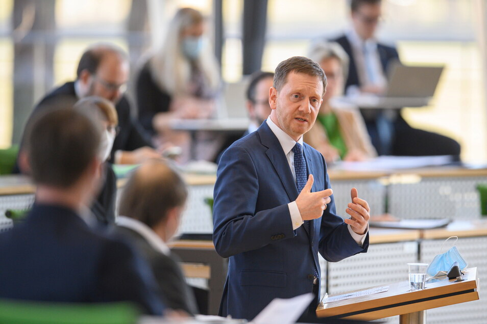 Michael Kretschmer (CDU), hier am Mittwoch im Dresdner Landtag, warnt vor umfassenden Lockerungen.