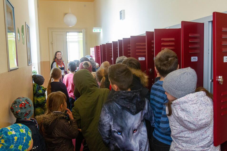 Sobald alle wieder in der Dohnaer Grundschule sind, geht auch hier das Gedrängel wieder los. Nun gibt es es eine kleine Lösung für das große Problem.