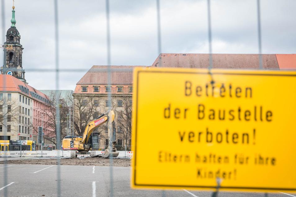 Auf dem Ferdinandplatz im Dresdner Zentrum entsteht bis 2025 ein neues Verwaltungszentrum. Die Sicherheitsvorkehrungen sind auf dieser Baustelle besonders hoch.
