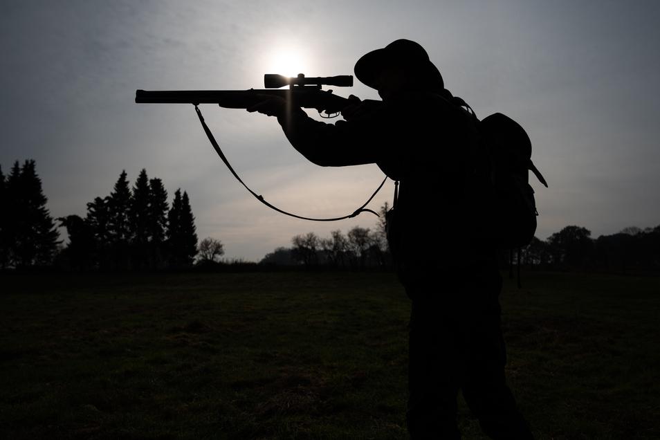 Die Jäger im Altkreis Riesa trainieren ihre Treffsicherheit mit der Flinte auf der Schießanlage in Koselitz.