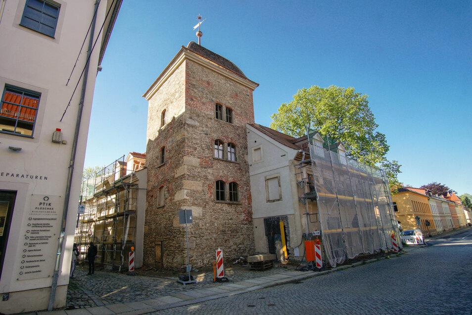 Am Turm der Fronfeste an der Dresdner Straße in Bischofswerda sind die Gerüste abgebaut. Ältere Einwohner sprechen auch vom Hungerturm.