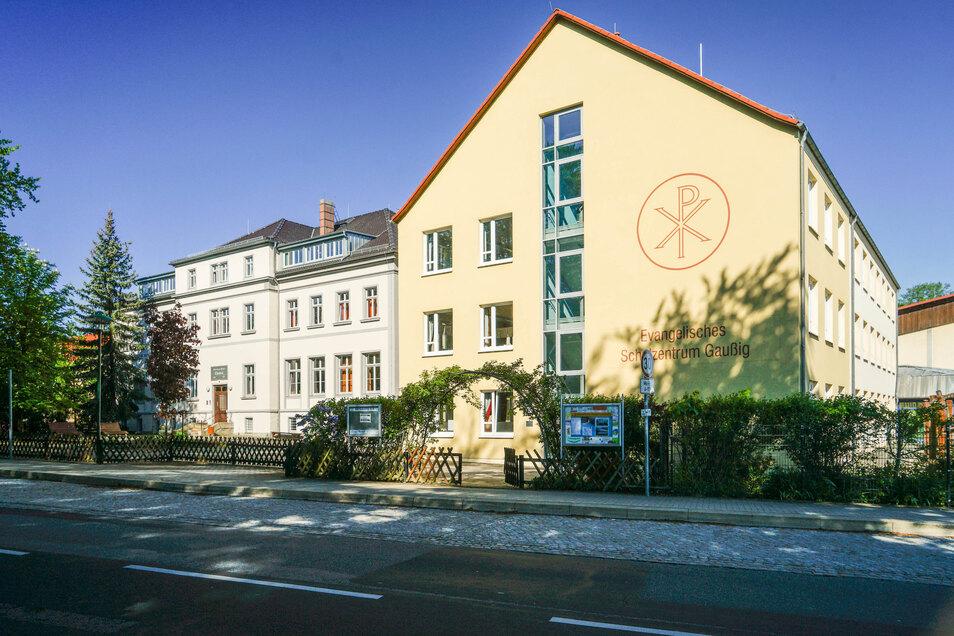 Für das Evangelische Schulzentrum in Gaußig lässt der Träger jetzt ein Wirtschaftsgebäude errichten. Am Montag war Grundsteinlegung.