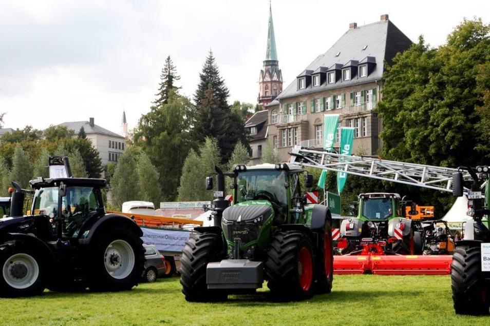 Landwirtschaftsschau auf der Löbauer Weise.