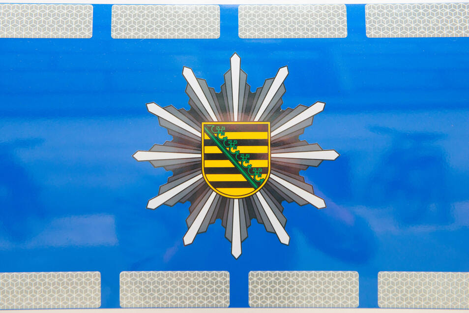 Nach einem Unfall in Elstra stellte die Polizei fest, dass der Fahrer unter Drogeneinfluss stand - und fanden in seinem Auto etwas Verbotenes.