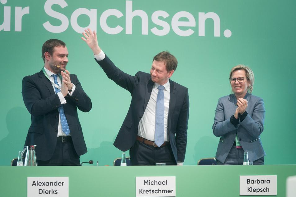 Alexander Dirks (l.) und Sozialministerin Barbara Klepsch freuen sich über das Wahlergebnis von Michael Kretschmer.
