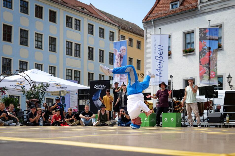 """Auch der zweifache DDR-Breakdance-Meister aus Meißen Heiko """"Hahny"""" Hahnewald zeigte am Sonnabend sein Können beim Start in den Meißner Kultursommer."""