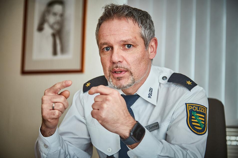 """""""Wir sind keine Gängelpolizei."""" Zu starker Druck bei den Corona-Kontrollen würde die Akzeptanz mindern, sagt Pirnas Polizeichef Candy Sommer."""
