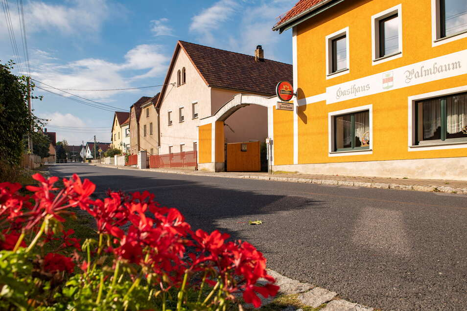 Die Grundstücke an der Linzer Hauptstraße könnten bereits im Februar 2023 über schnelles Internet verfügen – sofern die Besitzer einen Vertrag mit dem Breitband-Versorger Sachsen-Energie abschließen.