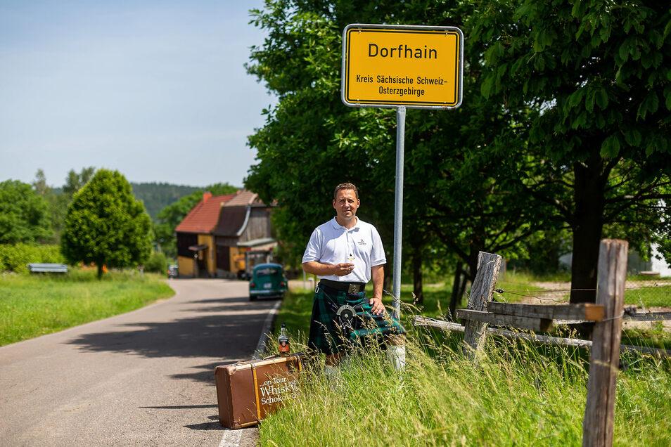 Auf den Highlands hinterm Tharandter Wald: Mit seinen schottischen Whiskys reist Markus Hüttemann umher, um Seminare und Tastings abzuhalten.
