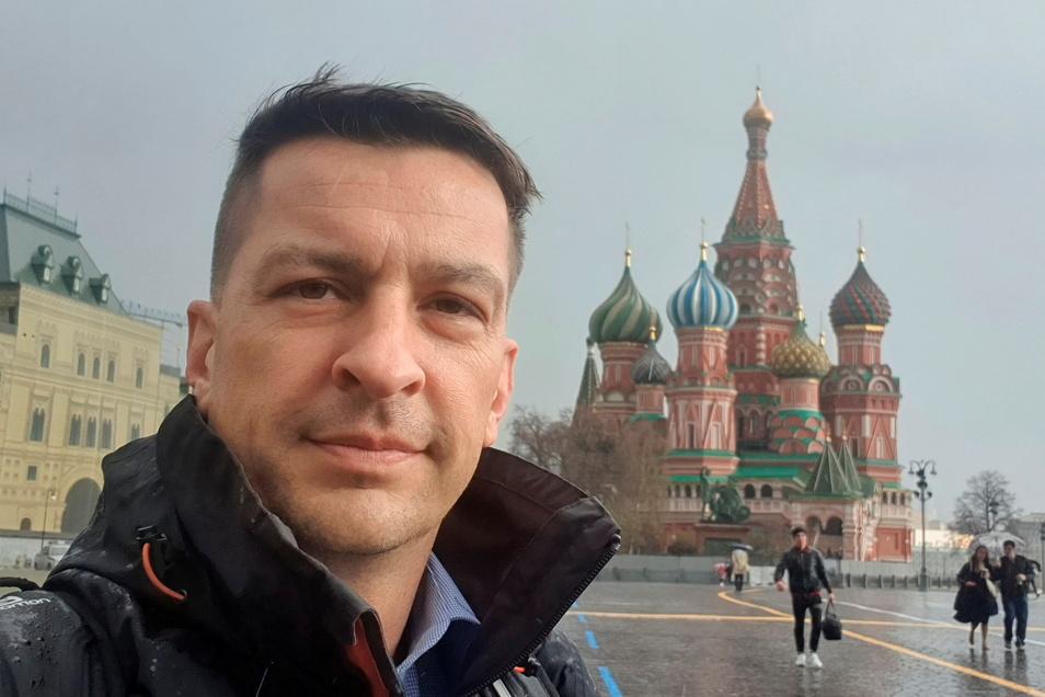 Unser Autor Tobias Wolf (43) ist in Dresden geboren und aufgewachsen und pflegt seit Schulzeiten eine Brieffreundschaft mit Russland inklusive wechselseitiger Besuche.