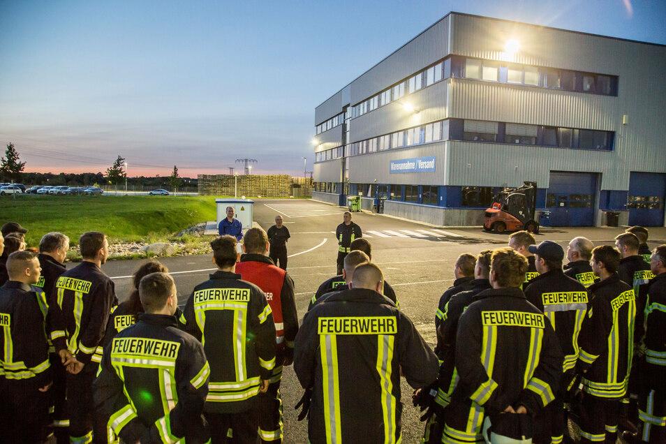 Mit rund 40 Kameraden rückten die Feuerwehren aus Kodersdorf, Särichen, Wiesa und dem Schöpstal am Donnerstagabend beim Felgenhersteller Borbet im Kodersdorfer Gewerbegebiet an.