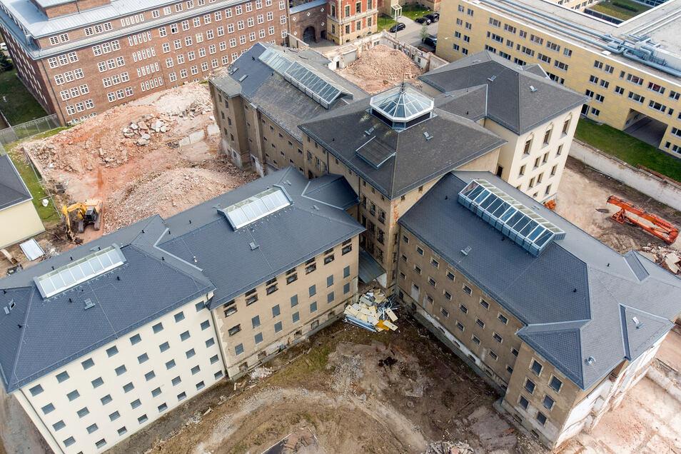 Die Abrissarbeiten rund um das ehemalige Kaßberg-Gefängnis sind in vollem Gange. Das Land Sachsen will hier den Aufbau einer Gedenkstätte unterstützen.