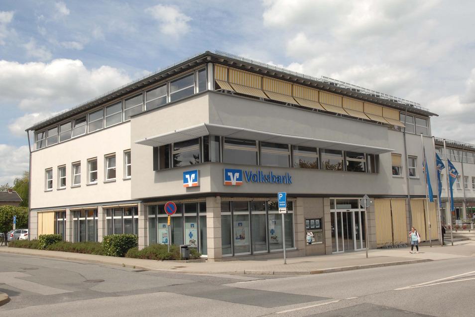 Bei der Volksbank in Neugersdorf haben Gangster Geld erbeutet.