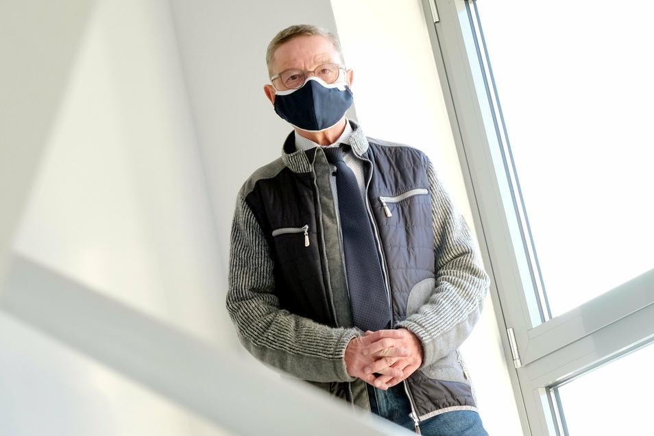 Der 67-jährige Uwe Klingor ist der ehrenamtliche Bürgermeister von Käbschütztal. Seine Amtszeit geht noch bis Sommer 2022. So lange will er auch das Amt ausführen.