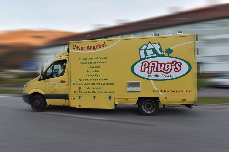 Die rollende Tante Emma ist da! Pflug's Verkaufswagen auf der Müglitztalstraße. Die Firma fährt zehn verschiedene Touren in Mittelsachsen.