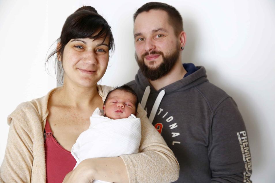 Jonathan Finn Geboren am 9. März Geburtsort Kamenz Gewicht 3.070 Gramm Größe 48 Zentimeter Eltern Kristin Lehmann und Philipp Obst Wohnort Wendischbaselitz