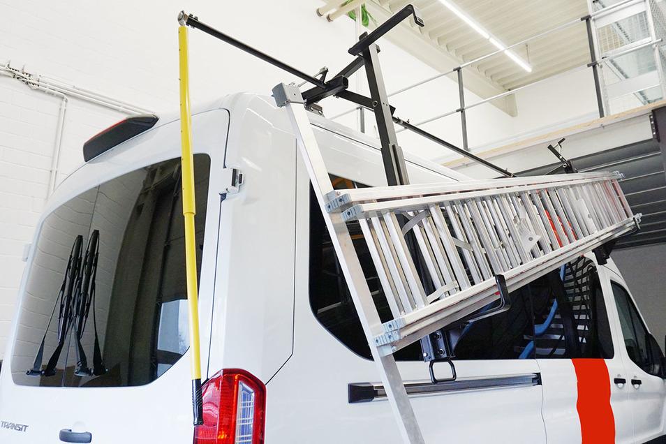 Clever getüftelte Lösung für einen Dachgepäckträger mit Hebearm zum Leitertransport.