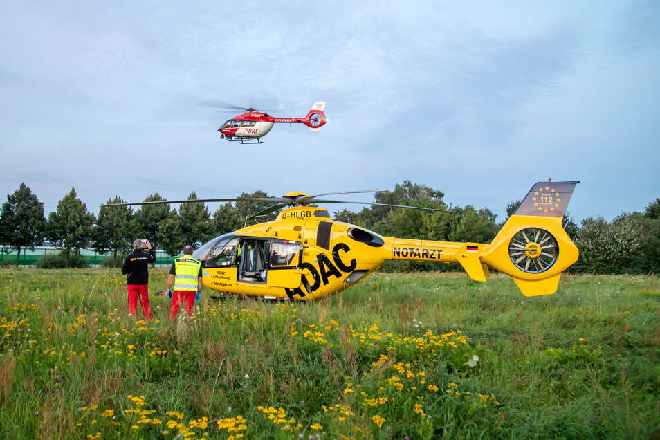 Zwei Rettungshubschrauber flogen die Jugendlichen in eine Spezialklinik nach Dresden.