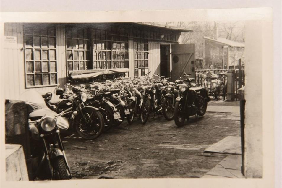 In den 50er Jahren wurde viel Motorrad gefahren – und es gab viel zu reparieren.