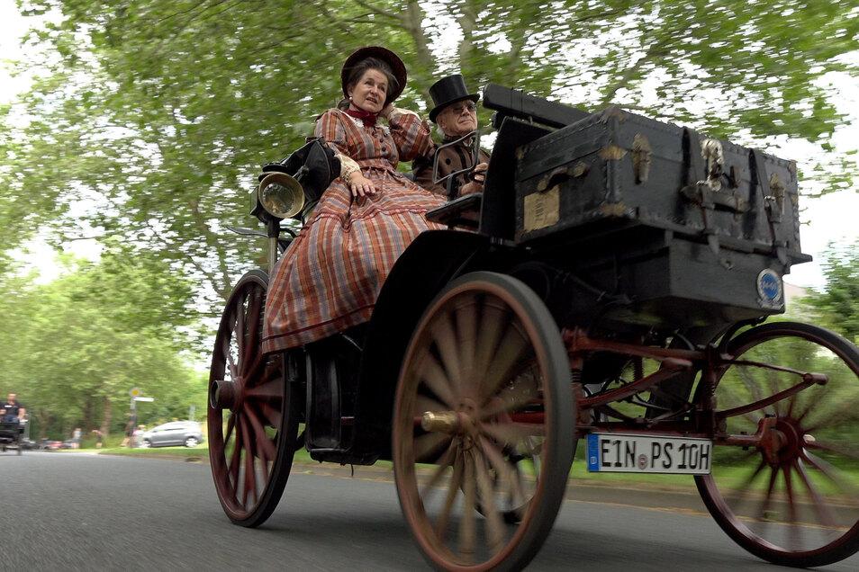 Sorgen um die Haltbarkeit seines Autos dürfte sich Karl-Heinz Rehkopf, Besitzer des ältesten zugelassenen Autos in Deutschland nicht mehr machen: ein Benz Victoria, Baujahr 1894.