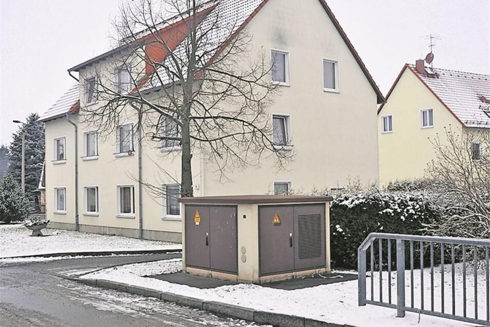 Im Ortsteil Leutersdorf gab es zu DDR-Zeiten sogar ein Kino (kleines Bild). Nach der Wende wurde es allerdings geschlossen. Das Haus verfiel zusehends. Eswurde schließlich zum Bedauern einiger Einwohner abgerissen. Nun befinden sich zwei Sechs-Familienhäu