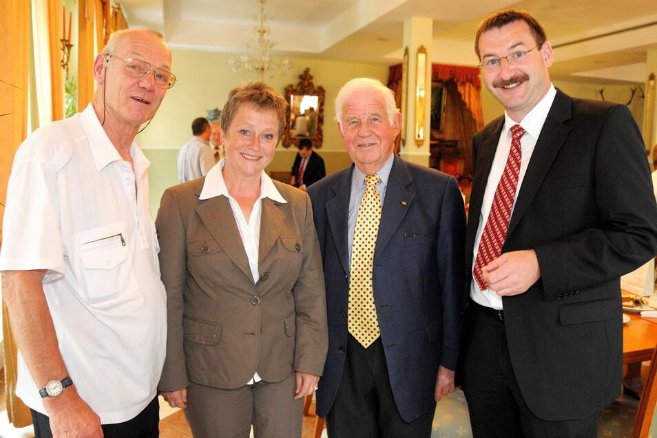 Wahlkampf 2009: Der damalige Bewerber für ein CDU-Landtagsmandat, Jens Michel, holte Kurt Biedenkopf nach Sebnitz, wo er auf Annegret Schowalter und Günther Gebauer (v.r.) traf.
