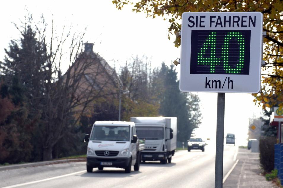 So wie hier in Haßlau soll auch in der Gemeinde Kriebstein bald die Geschwindigkeit der Autos mit einer Messtafel erfasst werden.