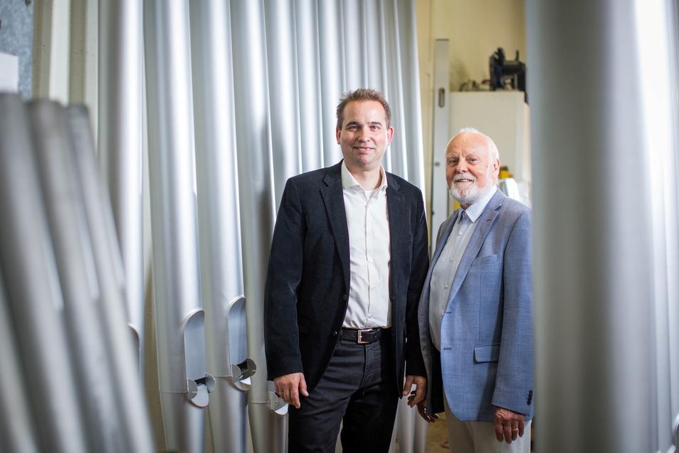 Fünfte und sechste Generation: Senior Horst und Junior Ralf Jehmlich. Seit mehr als 200 Jahren baut die Familie Orgeln.