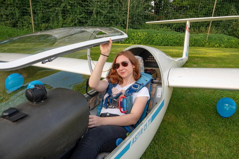 Auch die jüngere Ortsgeschichte war bei der Mondscheinführung mit vertreten: Die 18-jährige Sandra Preißler saß in einem Segler vom Segelfliegerclub Riesa-Canitz.