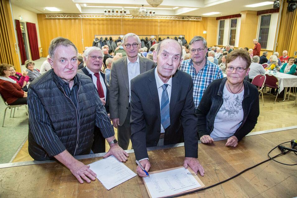 Im vergangenen Jahr sammelten die ehemaligen Stahlbauer noch Unterschriften für einen Offenen Brief zum Erhalt ihres früheren Betriebes. In diesem Jahr fällt das Treffen aus.