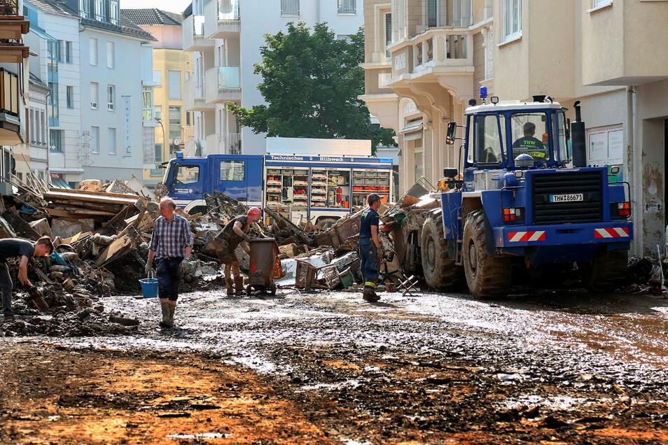 Rheinland-Pfalz, Ahrweiler: Mitarbeiter des THW helfen bei Aufräumarbeiten nach der Unwetterkatastrophe. Der Katastrophenschutz soll weiterhin in der Verantwortung von Ländern und Kommunen bleiben.