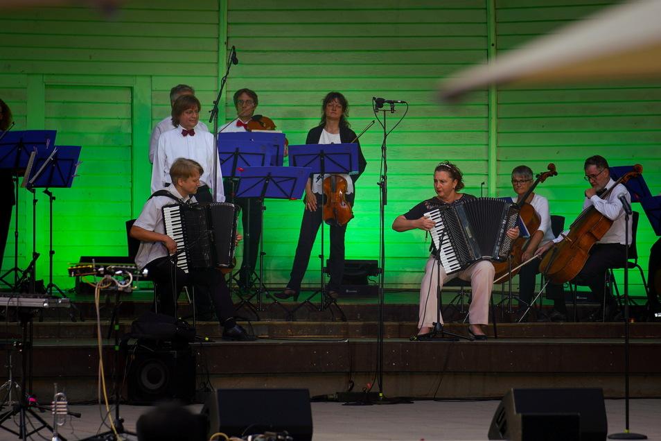 Das Philharmonischen Kammerorchester sorgte für kulturelle Unterhaltung, nach den Wünschen von OB Hilbert.