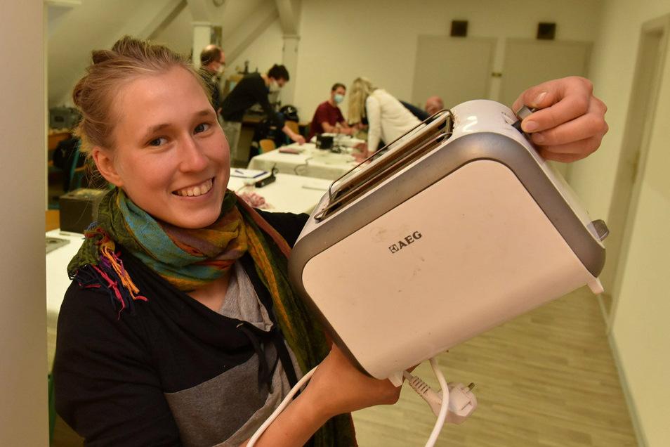 Der Toaster ist ein unverzichtbares Haushaltsgerät, findet SZ-Reporterin Luisa Zenker. Deshalb möchte sie ihn reparieren.